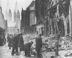 Das Bild zeigt Afräumarbeiten im Jahre 1941 in der Obernstraße in Bremen