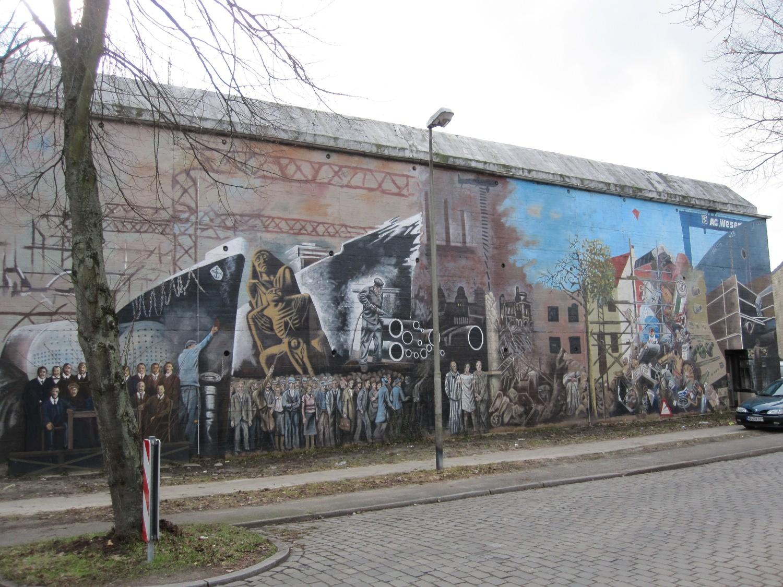 Das Bild zeigt die Bemalung des Bunkers auf der Seite des Pastorenwegs in der Grasberger Straße