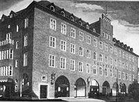Das Bild zeigt das Gewerkschaftshaus des ADGB und ist heute das Volkshaus in der Hans Böckler Straße