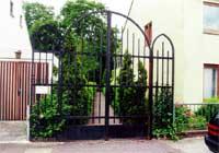 Das Bild zeigt den Eingang des israelitischen Friedhofs in Hastedt
