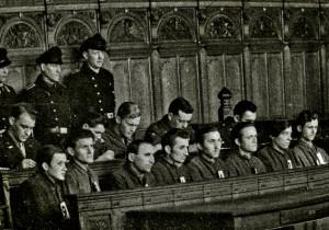 Eröffnung des Blockland-Mord-Prozesses am 25. Februar 1946 im Bremer Schwurgericht. Ausstellungsmaterial ›Versöhnung im Alleingang‹ – Wilhadi-Gemeinde, Steffensweg 89