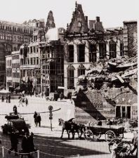 Das Bild zeigt Schütting (sitz der Handelskammer) nach Kriegsende