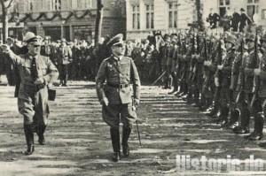 Das Bild zeigt Stadthalter in Uniform
