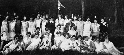 Das Bild zeigt einen Jungmädchenverein im Jahre 1932 in Arbergen Mahndorf