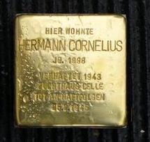 Das Bild zeigt einen Stolperstein für Hermann Cornelius