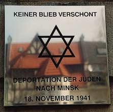 Dieses Bild zeigt eine Gedenktafel an der Schule am Barkhof