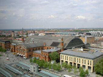 Das Bild zeigt den Bahnhof aktuell (Blick aus dem Siemenshochhaus)