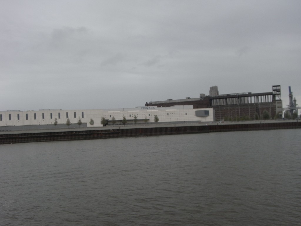 Das Bild zeigt den Freihafen heute, aufgenommen von der MS Friedrich