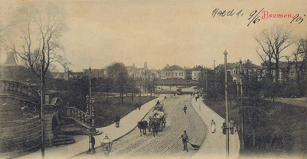 Das Bild zeigt die ehemalige Hafenstraße mit Eisenbahnbrücke mit Blick in Richtung Hafen/Walle