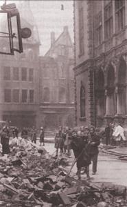 Dieses Bild zeigt jüdische Zwangsarbeiterinnen bei Trümmerbeseitigung in der Obernstraße, Bremen