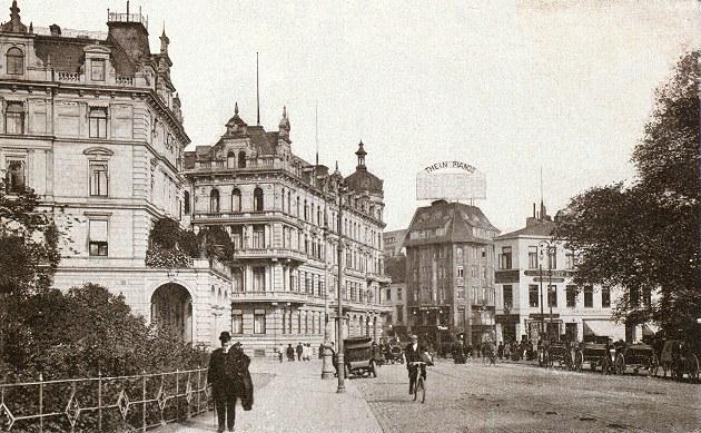 Das Bild zeigt das Herdentor mit Hillmannhotel damals