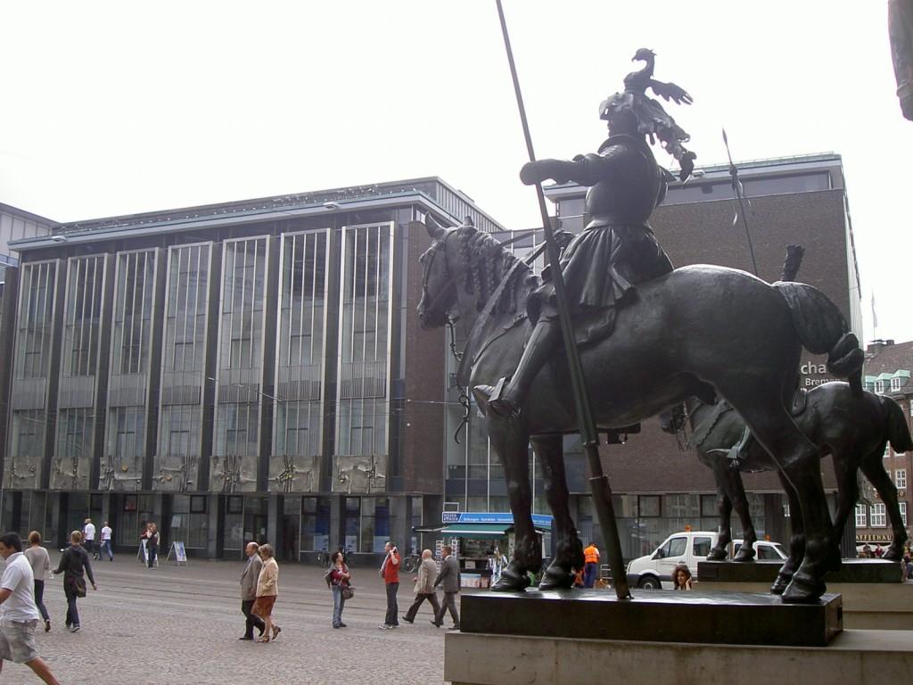 Blick auf die Herolde (Reiterfiguren) des Osteingangs vom Bremer Rathaus