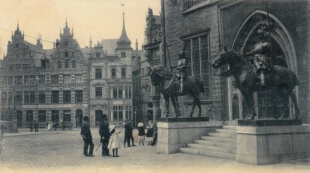 Bild von damals - Blick auf die Reiterherolde vom Osteingang des Bremer Rathauses
