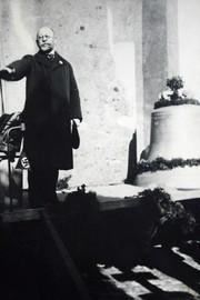 Das Bild zeigt die Arberger Kirchenglocke mit Hakenkreuz