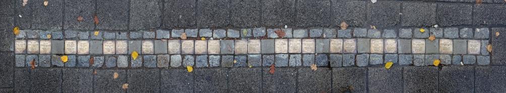 Diese Bild zeigt 24 Stolpersteine in der Nordstraße, Foto R. Baltschun