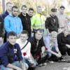 Bild zeigt die Schüler des SZ Grenzstraße bei der Verlegung der Stolpersteine in der Nordstraße