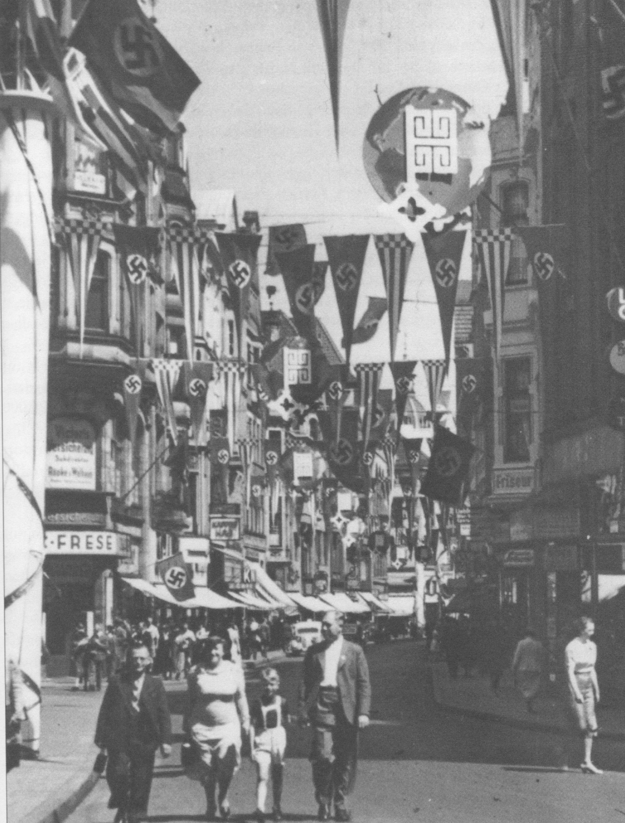 Dieses Bild zeigt die Beflaggte Sögestraße anlässlich einer Ausstellung im Jahre 1935