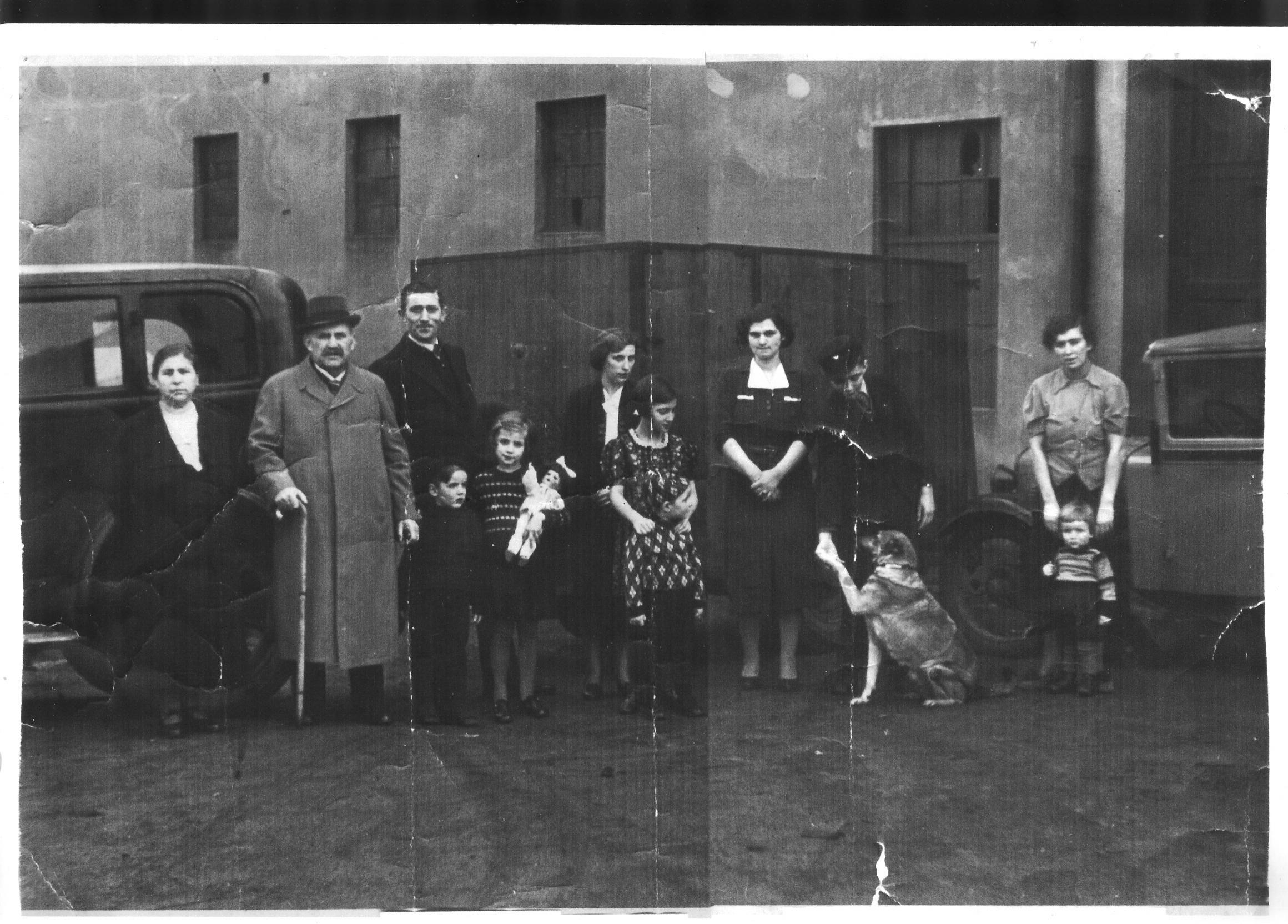 Das Bild zeigt die Familie Rennberg. Das Bild wurde freundlicherweise von Frau Meyer überlassen