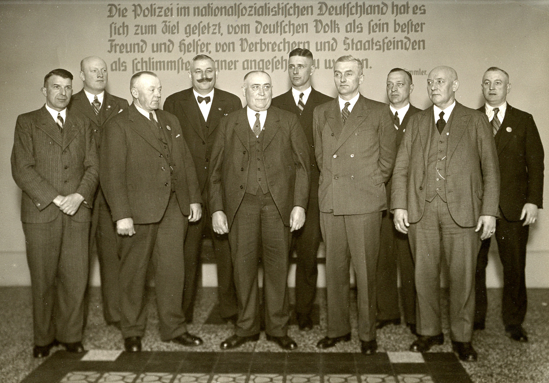 Bild vom 30. April 1937, Beamte der Kriminalpolizei auf dem Flur des Polizeihauses in Bremen