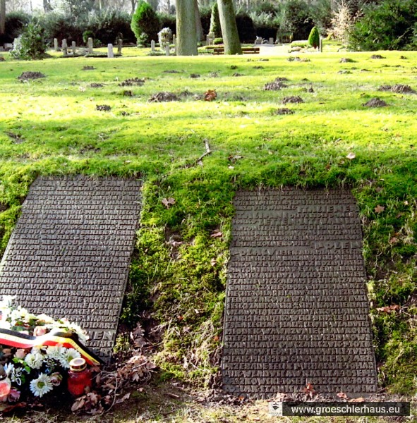 Friedhof Bremen-Osterholz: Auf der rechten Tafel steht der Name von Leszek Adamiak, der 1944 von der Gestapo bei Sillenstede ermordet wurde. (Foto H. Frerichs)
